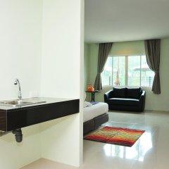 Отель AM Surin Place Номер Делюкс с двуспальной кроватью фото 14