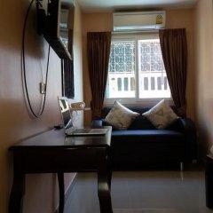Отель Patamnak Beach Guesthouse 3* Улучшенный номер с различными типами кроватей фото 11