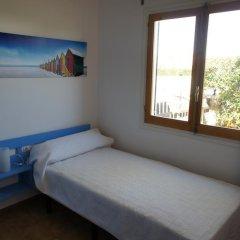 Отель Apartamentos Blue Beach Menorca 2 Испания, Кала-эн-Бланес - отзывы, цены и фото номеров - забронировать отель Apartamentos Blue Beach Menorca 2 онлайн комната для гостей фото 2