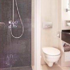 Отель Alsterhof Hotel Berlin Германия, Берлин - отзывы, цены и фото номеров - забронировать отель Alsterhof Hotel Berlin онлайн ванная