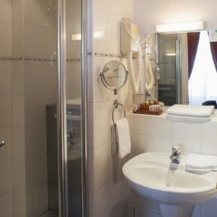 Отель Hôtel du Palais Bourbon Франция, Париж - отзывы, цены и фото номеров - забронировать отель Hôtel du Palais Bourbon онлайн ванная