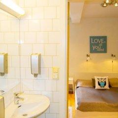 Отель Marken Guesthouse Стандартный номер фото 14