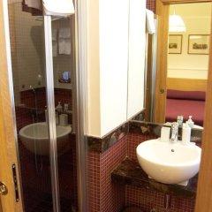 Отель Domus Cavour 3* Стандартный номер с двуспальной кроватью фото 20