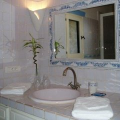 Отель Le Mas de la Treille Bed & Breakfast 3* Улучшенный номер с различными типами кроватей фото 6