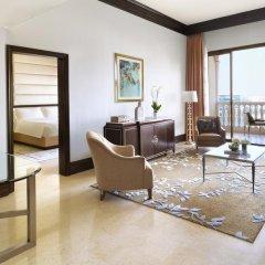 Отель The Ritz-Carlton Abu Dhabi, Grand Canal 5* Стандартный номер с двуспальной кроватью фото 8