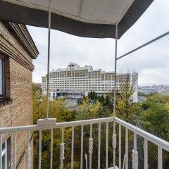 Гостиница Partner Guest House Baseina Украина, Киев - отзывы, цены и фото номеров - забронировать гостиницу Partner Guest House Baseina онлайн балкон