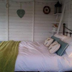 Отель The Little Hide - Grown Up Glamping Бунгало с различными типами кроватей фото 22