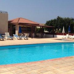 Отель Constantaras Apartments Кипр, Протарас - отзывы, цены и фото номеров - забронировать отель Constantaras Apartments онлайн бассейн фото 2