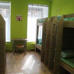 Хостел Позитив Кровать в общем номере с двухъярусной кроватью фото 8