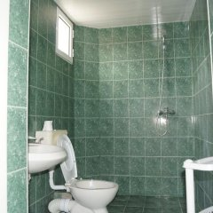 Отель Guest House Gyupchanovi Свети Влас ванная
