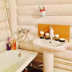Гостиница Otdyh U Ozera в Изборске отзывы, цены и фото номеров - забронировать гостиницу Otdyh U Ozera онлайн Изборск ванная фото 2