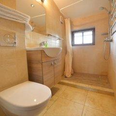 Отель R&R Spa Villa Trakai Литва, Тракай - отзывы, цены и фото номеров - забронировать отель R&R Spa Villa Trakai онлайн ванная