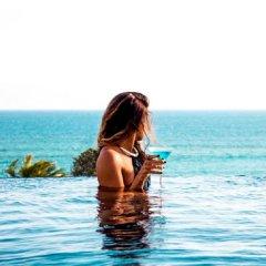 LSH Hotel бассейн