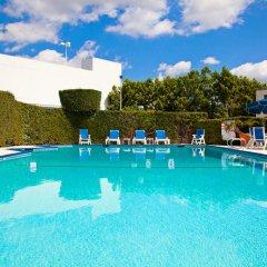 Отель Holiday Inn Express VAN NUYS США, Лос-Анджелес - отзывы, цены и фото номеров - забронировать отель Holiday Inn Express VAN NUYS онлайн бассейн фото 3