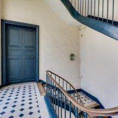 Отель Sweet Inn Place des Vosges Париж балкон