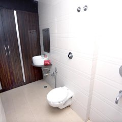 Отель OYO Rooms Railway Station Raipur ванная