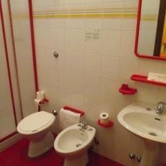Отель Pensione Delfino Azzurro Лорето ванная