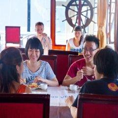 Отель Halong Golden Lotus Cruise гостиничный бар