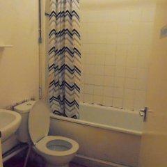 Отель Goddis Lodge Лондон ванная