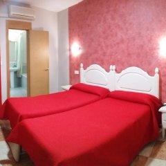 Отель Hostal Sonia Стандартный номер с различными типами кроватей фото 9
