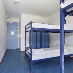 Hans Brinker Hostel Amsterdam Кровать в общем номере с двухъярусной кроватью фото 8