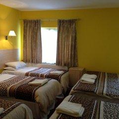 Acton Town Hotel 2* Номер с общей ванной комнатой с различными типами кроватей (общая ванная комната) фото 7