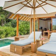 Отель Kudafushi Resort and Spa бассейн фото 3