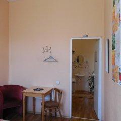 Отель Elizabeths Youth Hostel Латвия, Рига - отзывы, цены и фото номеров - забронировать отель Elizabeths Youth Hostel онлайн интерьер отеля фото 2