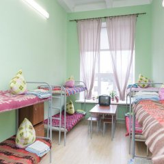 Хостел Майский Кровать в мужском общем номере с двухъярусными кроватями