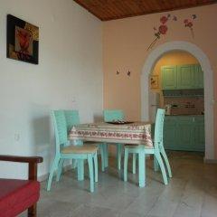 Апартаменты Eleni Family Apartments комната для гостей