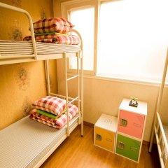 Отель Kimchee Hongdae Guesthouse Кровать в женском общем номере с двухъярусной кроватью