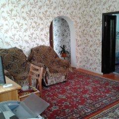 Отель Guest house Semeynyi Кыргызстан, Каракол - отзывы, цены и фото номеров - забронировать отель Guest house Semeynyi онлайн комната для гостей фото 5