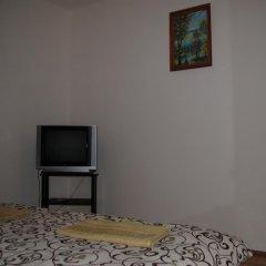 Хостел StareMisto Стандартный номер двуспальная кровать (общая ванная комната) фото 5