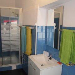 Отель B.Mar Hostel & Suites Португалия, Лиссабон - отзывы, цены и фото номеров - забронировать отель B.Mar Hostel & Suites онлайн ванная фото 2