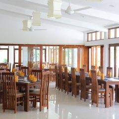 Отель Lakeside At Nuwarawewa Анурадхапура питание фото 3