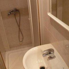 Отель Hostal Rodes ванная