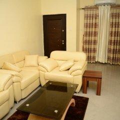 Апартаменты Deuces Court Apartments комната для гостей фото 2