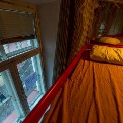 Отель Tallinn Backpackers Кровать в общем номере с двухъярусной кроватью
