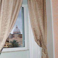 Отель Chez Alice Vatican Улучшенный номер с двуспальной кроватью