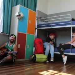 Отель Bunk Backpackers Кровать в общем номере с двухъярусной кроватью фото 11