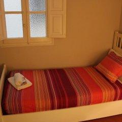 Отель B&B Hi Valencia Cánovas 3* Номер с общей ванной комнатой с различными типами кроватей (общая ванная комната) фото 9