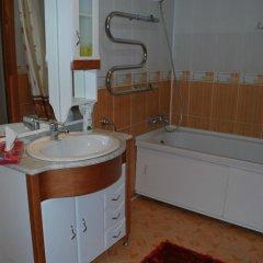 Гостиница on Gabdulina 4 Казахстан, Нур-Султан - отзывы, цены и фото номеров - забронировать гостиницу on Gabdulina 4 онлайн ванная