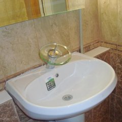 Гостиница On Komsomolskaya Apartment Беларусь, Брест - отзывы, цены и фото номеров - забронировать гостиницу On Komsomolskaya Apartment онлайн ванная