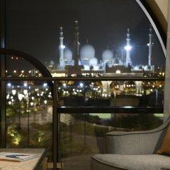 Отель The Ritz-Carlton Abu Dhabi, Grand Canal 5* Представительский люкс с различными типами кроватей фото 3