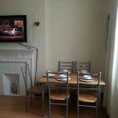 Апартаменты Kensington and Chelsea Apartment в номере