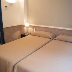 Отель Apartamentos Descartes Барселона комната для гостей фото 5