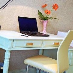 Отель Kingston Suites Bangkok 4* Улучшенный номер с различными типами кроватей фото 15