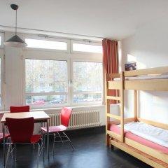 Отель Jugendherberge-Berlin-International Кровать в мужском общем номере с двухъярусной кроватью