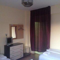 Отель East Gate Guest Rooms удобства в номере