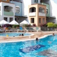 Отель Pinepark Holiday Club бассейн